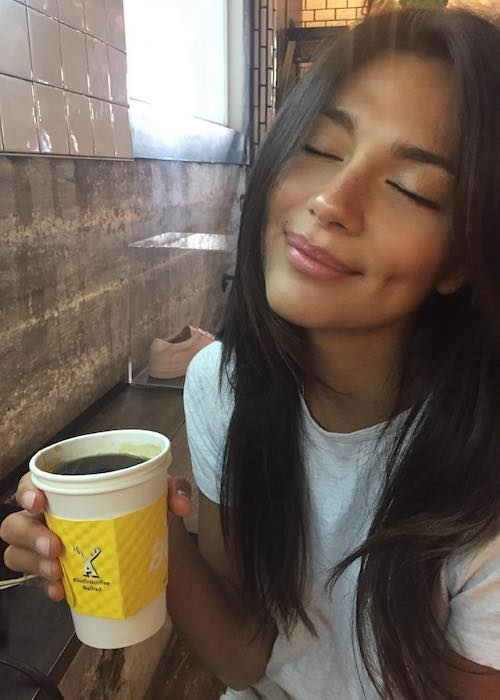 Pia Miller with her coffee cup at Alfred Coffee Melrose Place in June 2018